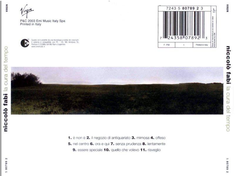 """Retro del CD """"La cura del tempo"""". Lo scatto fotografico (come tutti quelli del booklet), è Alessio Pizzicannella: si nota già il desiderio di mettersi da parte, di scomparire nella pace della natura. È un tema che sarà ripreso, anche visivamente, in """"Una somma di piccole cose"""", nel 2016."""